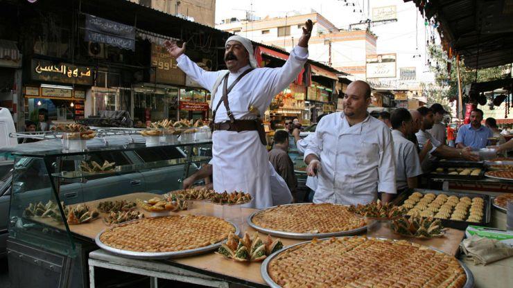 حلويات رمضان حاضرة على موائد الصائمين في بعض المحافظات السورية