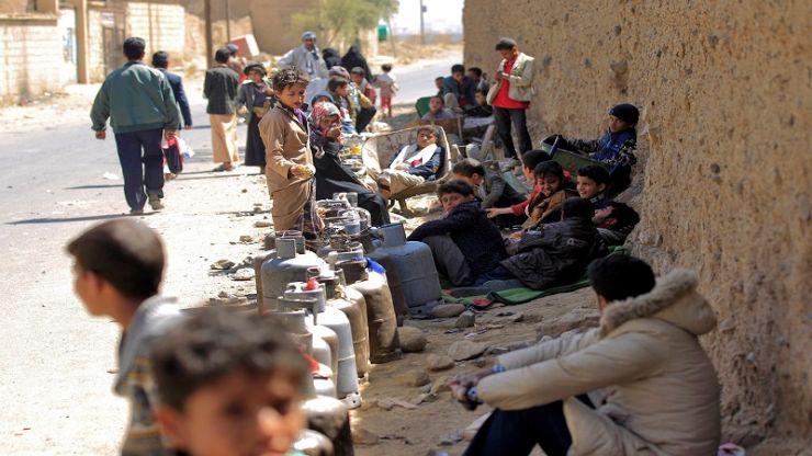 برسم المجتمع الدولي .. احتجاز سفن الوقود اليمنية معاناة إنسانية